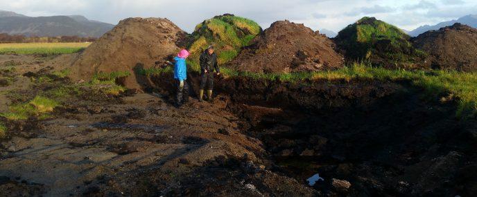 20181016 Oppgraving kanaler og sorterte jordfraksjoner Foto Ragnhild Renna red